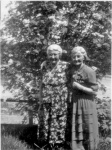 Picture of Eda Davis Granter with her sister Irene Davis Bourne, born Greenspond 29 Oct 1876 and died 1961 St John's
